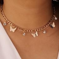Colar gargantilha corrente dourada e pingente de borboleta Ref 2541