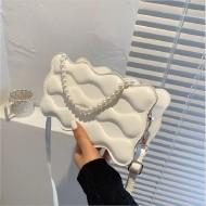 Bolsa designer moderno 3D corrente de pérolas Ref 3258