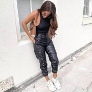 Calça capri hot pants preta couro feminina Ref 1462
