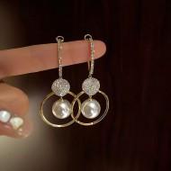 Par de brincos elegante festa círculo e esferas pérolas Ref 3300